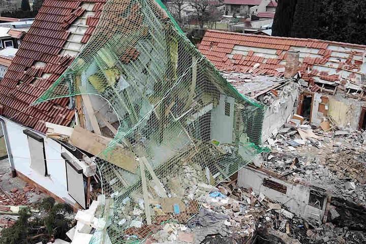 Auch das Nebengebäude wurde durch die Explosion teilweise zerstört.