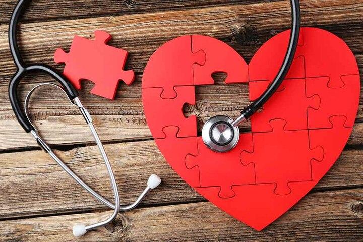 Wenn das Herz gebrochen ist, hilft Liebeskummer-Therapeutin Regine Wacker (47) mit Gesprächen, in manchen Fällen auch mit Hypnose.