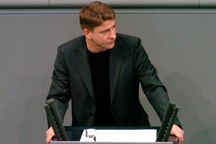 Michael Leutert (43, Linke) schlich vor seiner ersten Rede in den leeren Plenarsaal.