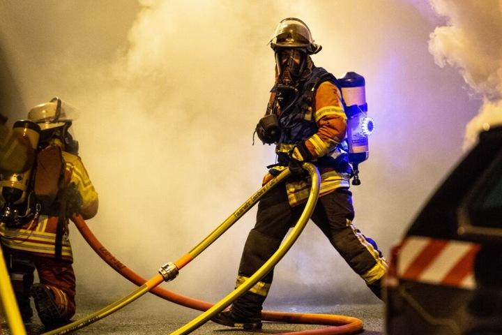 zahlreiche Feuerwehrmänner waren vor Ort. (Symbolbild)