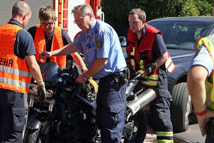 Die Feuerwehr räumte die Unfallstelle. Nun muss die Verkehrspolizei den genauen Unfallhergang rekonstruieren.