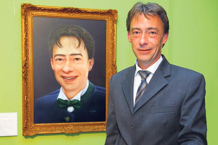 Gut getroffen: Nur Krawatte und Stirnhaar weichen bei Prinz Daniel (41) vom Porträt ab.