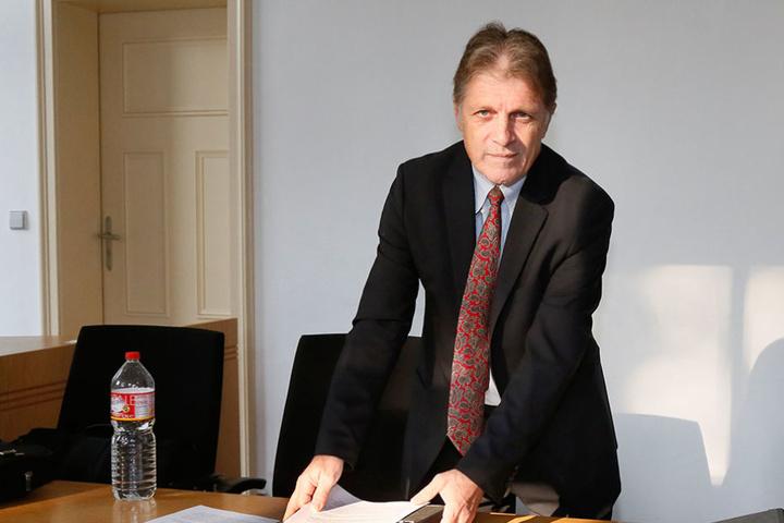 Mit den Gutachten nicht zufrieden: Ex-MZ-Chef Martin Wimmer (58) am Montag am  Landgericht Chemnitz.