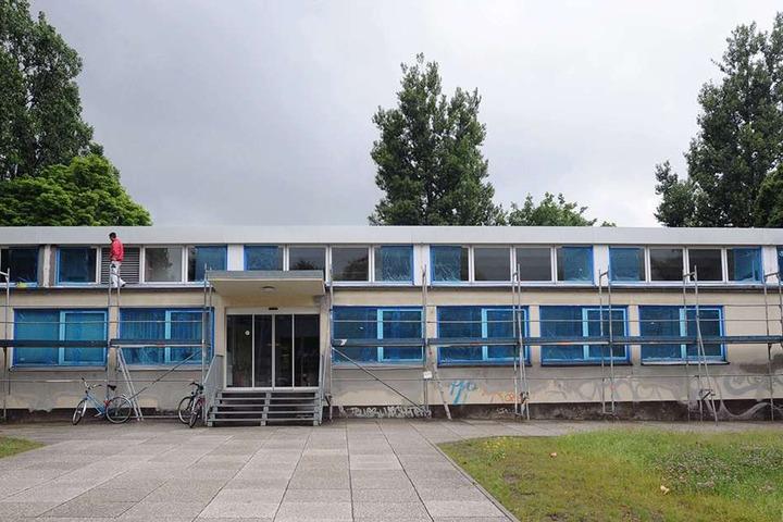 An Stelle der alten Schwimmhalle in Bernsdorf kommt der Neubau hin.