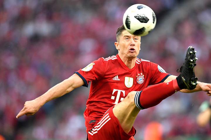 Robert Lewandowski (29) spielt mit dem Gedanken, den FC Bayern zu verlassen.