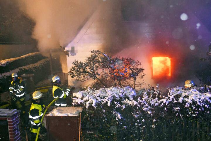 Die Feuerwehr musste am Dienstag in München zu einem Mehrfamilienhaus ausrücken.