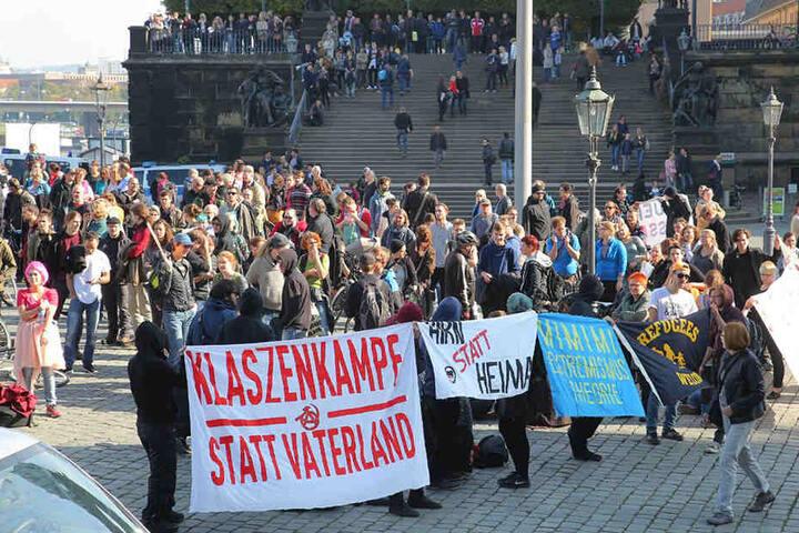 Gegendemonstranten am Schlossplatz.