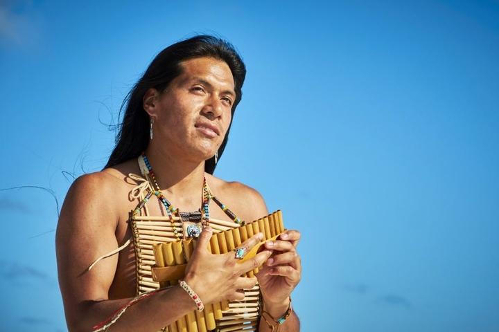 Auch Supertalent-Gewinner Leo Rojas will auf der Südsee-Insel die große Liebe gewinnen.