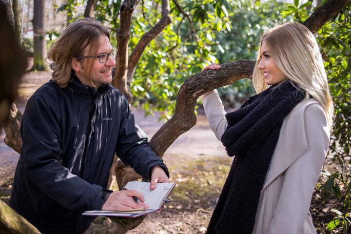 """Nette Plauderei im Park: """"Miss Germany"""" Soraya Kohlmann beantwortet die Fragen von TAG24-Reporter Alexander Bischoff."""