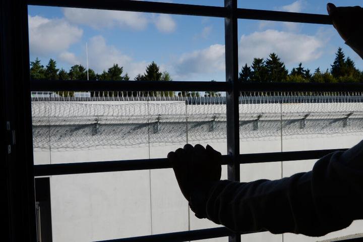 Der 33-Jährige sitzt nun im Gefängnis. (Symbolbild)