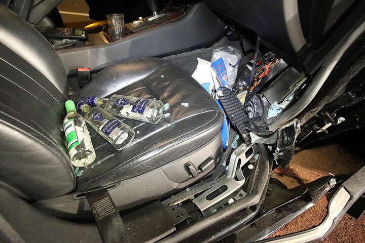 Im Auto lagen noch mehrere Flaschen Schnaps.