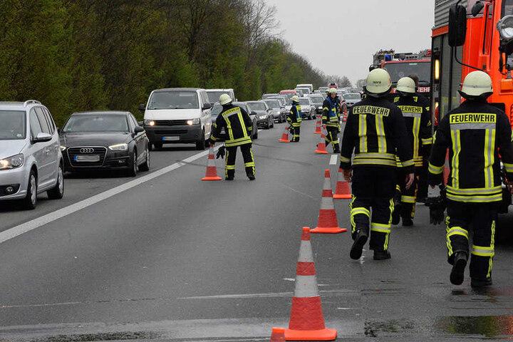 Der Verkehr musste über den Standstreifen an der Unfallstelle vorbeigeleitet werden.
