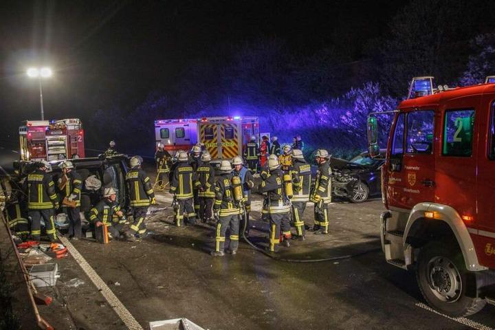 Die Autobahn glich nach dem Unfall einem Trümmerfeld.