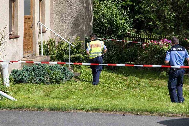 Im Grundstück wurde ein verdächtiger Behälter gefunden.