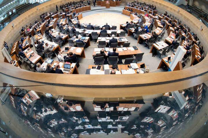 Der nordrhein-westfälische Landtag kommt am Freitag zu seiner Sitzung zusammen.