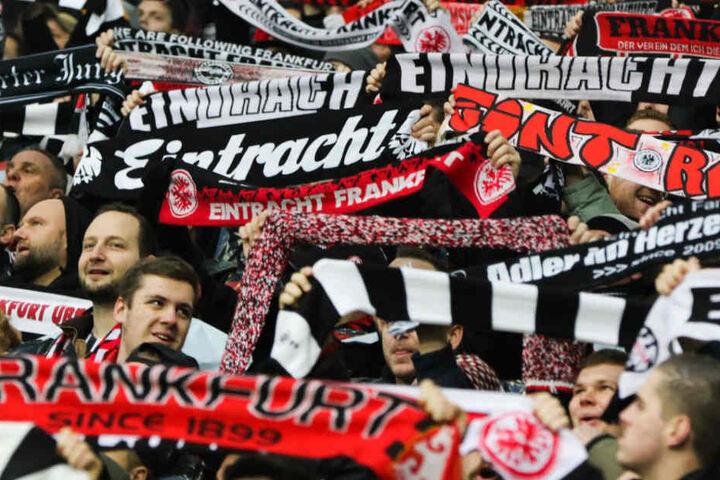 Die Eintracht-Fans feiern am Sonntag zusammen mit Ihrer Mannschaft den Beginn der Saison.