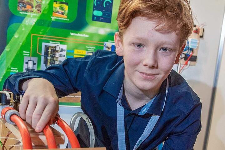 Der Jüngste: Paul Sorge (13) vom Gymnasium Einsiedel stellte ein Verfahren zur automatischen Bewässerung von Pflanzen vor, die per Handy-App mit dem Internet kommuniziert.
