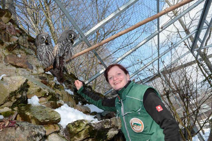 Ihre Schützlinge fressend der Zootierpflegerin Maika Naß (38) aus der Hand.