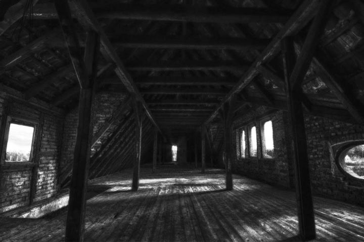 Dieser Dachboden könnte aus einschlägigen Horror-Filmen stammen.