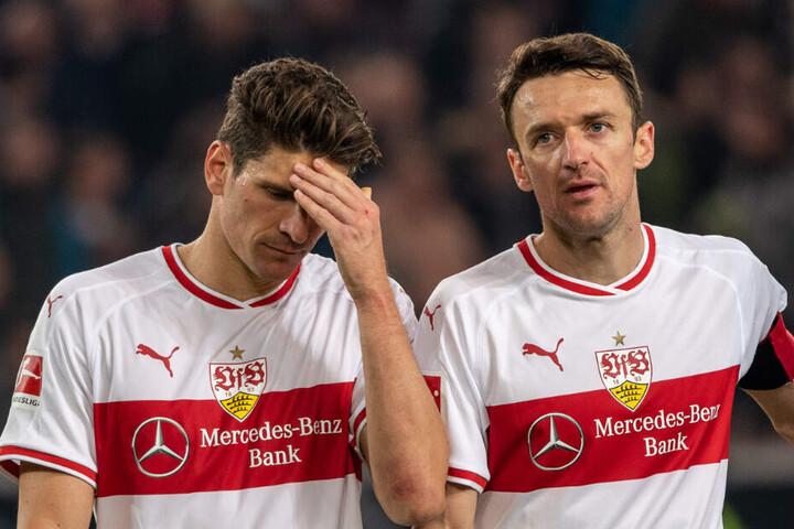 Christian Gentner (rechts im Bild) ist der Kapitän des VfB Stuttgart und startete seit längerer Zeit wieder von Anfang an bei der 0:3-Niederlage in Frankfurt.