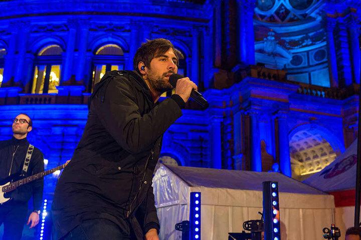 Sänger Max Giesinger (29) begeisterte die Gäste vor der Semperoper.