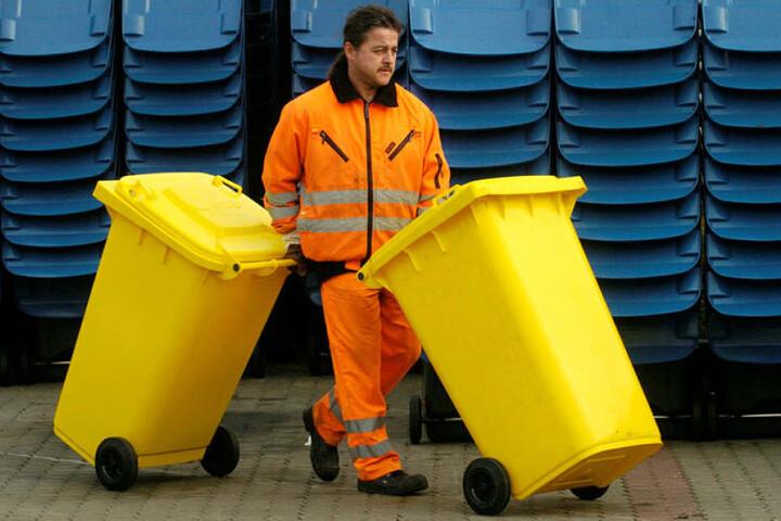 Der Mann von der Müllabfuhr: Ab 2019 sollen alle Plastikabfälle in Gelben Tonnen landen.