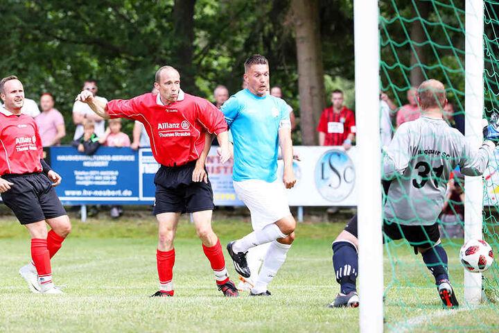 CFC-Stürmer Daniel Frahn (Zweiter von rechts) erzielt eines seiner fünf Tore.