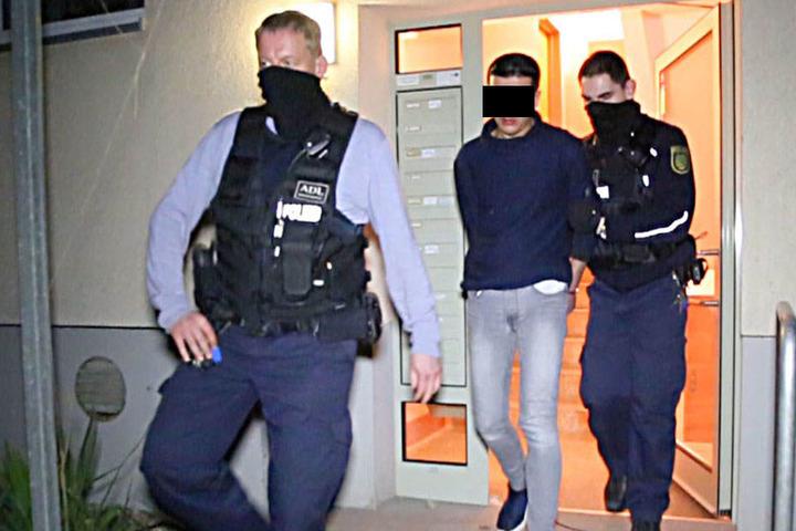 """Bei einem zweiten Einsatz in Helbersdorf nahm die Polizei einen """"Nicht-Beschuldigten"""" mit."""