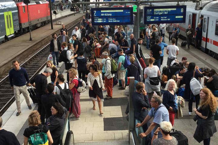 Auf dem Hauptbahnhof in Hamburg wird es langsam eng.