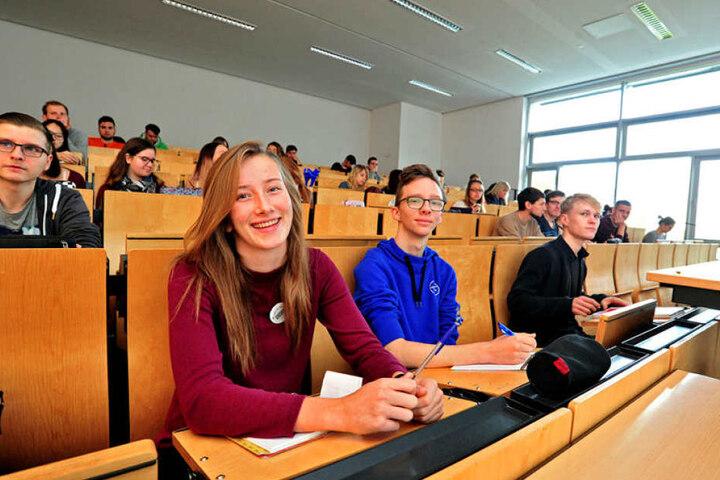 Zur Campuswoche besuchten Annika Nörenberg (17) aus Mainz und Mathias Höhne (18) aus Zwickau eine Mathematikvorlesung.