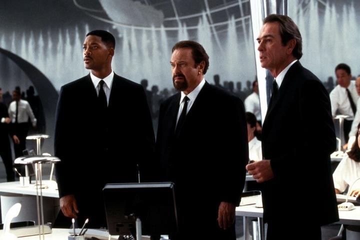 """Rip Torne (mitte) spielte an der Seite von Will Smith (links) bei """"Man in Black"""" mit."""