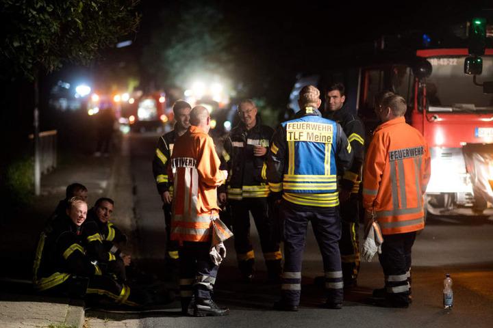 Ein Großaufgebot der Feuerwehr evakuierte die umstehenden Häuser.