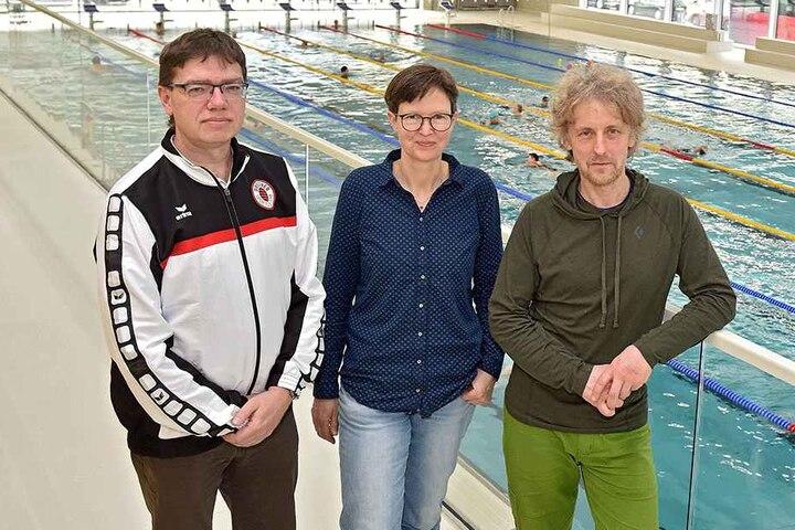 Am Montag stellen die Grünen-Stadträte Ulrike Caspary (50) und Torsten Schulze (48) ihre durch DSC-Nachwuchschef Dirk Oehme (49, l.) gestützten Pläne vor.