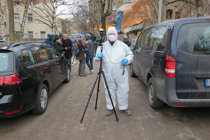 Mit 3D-Kameras werden der Leichenfundort und der mutmaßliche Tatort räumlich aufgezeichnet.
