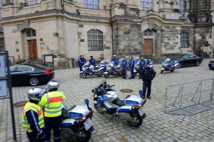 Mehrere Einsatzkräfte waren vor der Frauenkirche vor Ort.