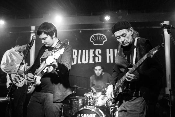 """Die Stormy Monday Blues Session im """"Blue Shell"""" verlängert den Wochenendspaß und startet mit wechselnden Konzerte."""