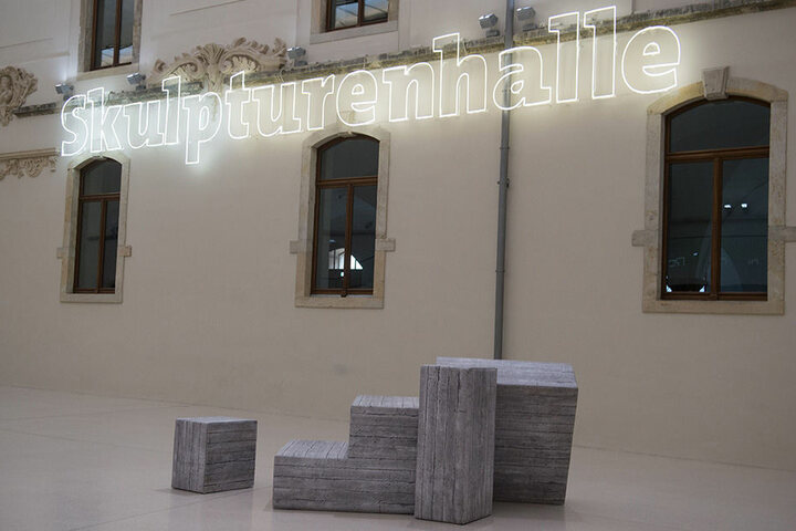 Die documenta ist die weltweit bedeutendste Reihe von Ausstellungen für zeitgenössische Kunst. Sie findet alle fünf Jahre statt und dauert jeweils 100 Tage - weshalb sie auch als Museum der 100 Tage bezeichnet wird.