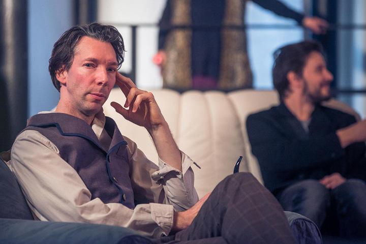 """Boris Schwiebert (45) probt im Boulevardtheater für """"Sherlock Holmes und die Hexen von Eastwick""""."""
