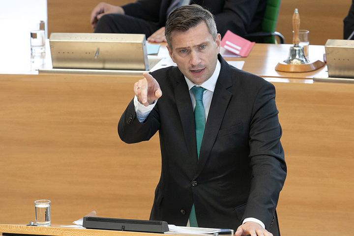 """Für ihn ist der Asylkompromiss nur eine """"Scheinlösung"""": Sachsens SPD-Chef Martin Dulig (44)."""