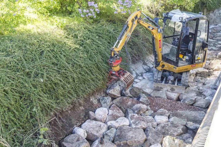 Beim Ausbaggern dieses Baches an der Gornsdorfer Hauptstraße wurde die Granate gefunden.