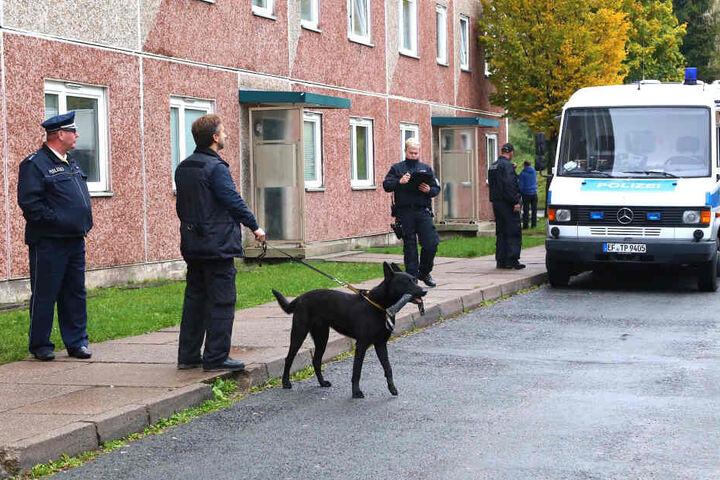 Die Polizei durchsuchte Wohnungen in Suhl mit Spregstoffhunden.