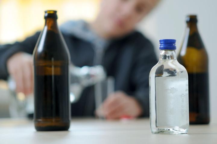 Laut Polizei sollen die Jugendlichen angetrunken gewesen sein und so auf die Idee mit der Hundeleine gekommen sein. (Symbolbild)