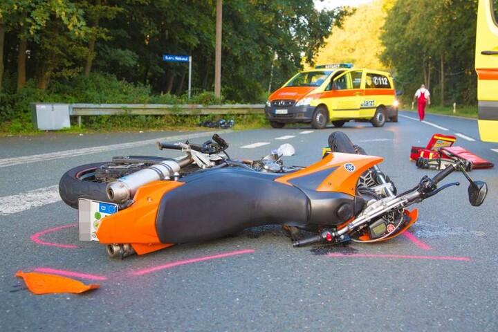 Der Fahrer der Yamaha und sein Mitfahrer wurden schwer verletzt.