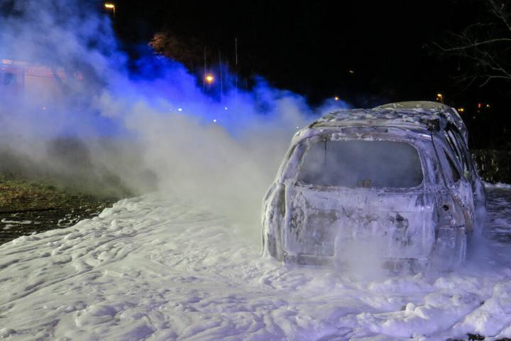 Das Auto war in der Glück Auf Straße in Flammen aufgegangen.