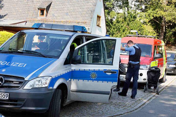 Großeinsatz in Chemnitz-Schönau:Polizei, Feuerwehr, Notarzt und Umweltdienst rückten aus.