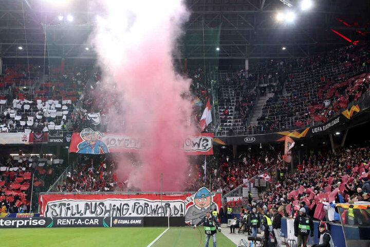 Im Leipziger Block wurde während des Europa-League-Spiels beim FC Salzburg Pyrotechnik abgebrannt. Ein Novum in der RB-Geschichte.