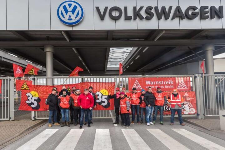 Warnstreik der IG Metall bei der Volkswagen Sachsen GmbH in Zwickau.