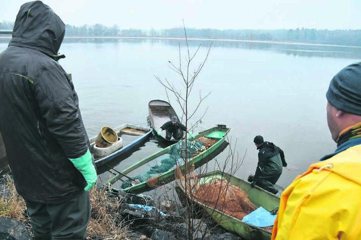 Als die Mitarbeiter der Teichwirtschaft eintrafen, waren alle drei Boote bereits gesunken.