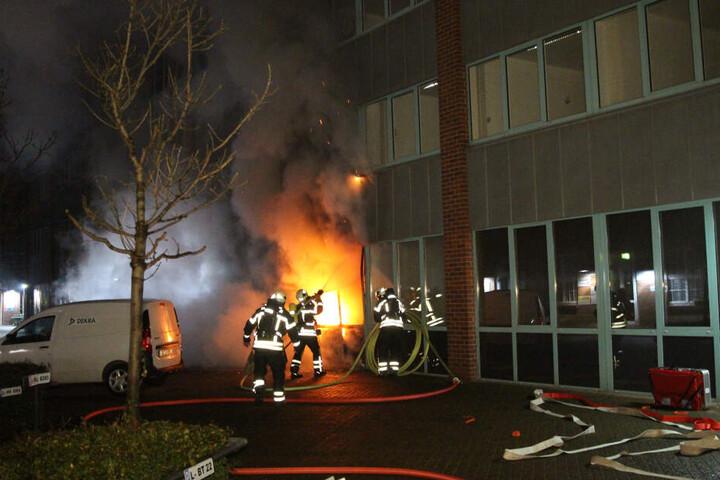 In der Nacht zum 7.Dezember brandschatzten Linksextremisten das Landesamt für Steuern und Finanzen.