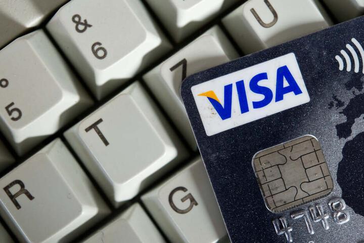 Bequem und einfach - Online zahlen mit der Kreditkarte. Das könnte künftig komplizierter werden. (Symbolbild)